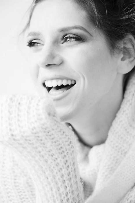 photo le bonheur d'une femme souriante